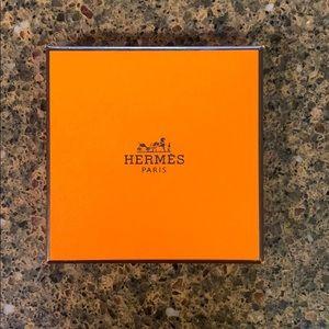 Hermès box w/ pouch